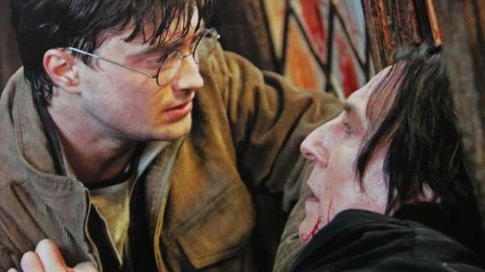 Harry Potter mit sterbenden Severus Snape