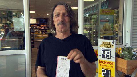 Der ehemalige Lottogewinner Achim Bubert (55) will sein Glück noch einmal versuchen - und würde dann alles anders machen.
