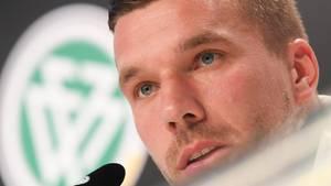 Lukas Podolski weist Rassismus-Vorwürfe gegen Nationalelf zurück