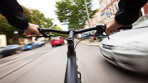 Es muss mehr Geld in sicheren Radverkehr investiert werden. Das zumindest fordert Greenpeace (Symbolbild)