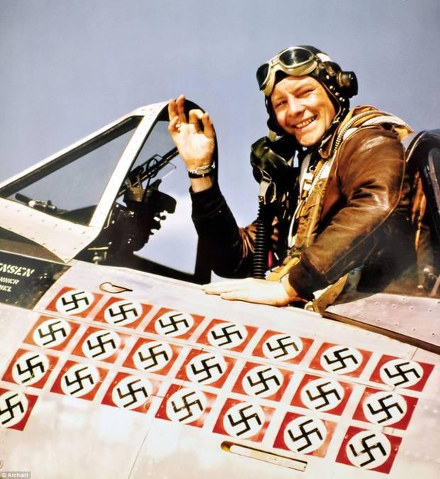 Für diese Markierungen hat Fred Christensen mit seiner P47 in 107 Einsätzen sein Leben riskiert und dabei 22 feindliche Flugzeuge vom Himmel geholt.