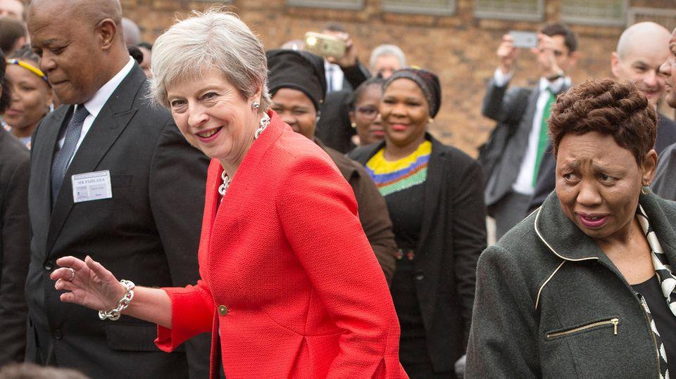 M. Streck: Last Call: Theresa May übersteht alles – schrullige Rebellen, Putschversuche und vorzeitige Höhepunkte