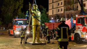 erdogan statue abbau