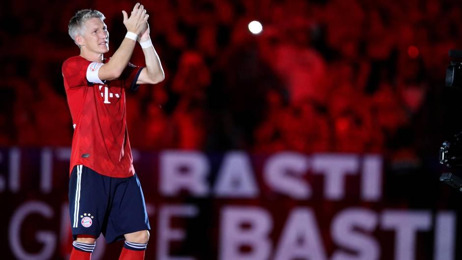 """Abschiedsspiel: Schweinsteiger sagt Servus: """"Du wirst auf ewig mein Fußballgott bleiben"""""""