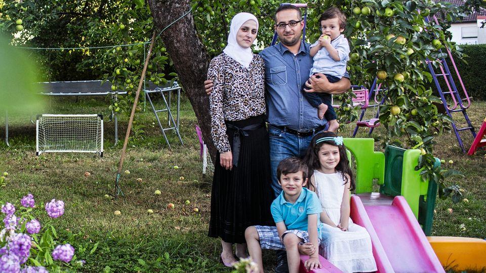 Notunterkünfte sind Vergangenheit. Die syrische Familie Eddin lebt in einem Häuschen mit Garten – alles selbst bezahlt