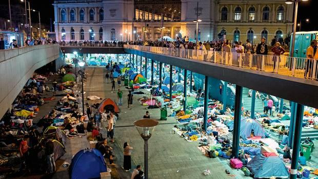 Geboren wurde Sadanal-Abdallahin einer Fußgängerunterführung im Bahnhof Budapest