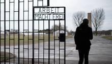Tor der Gedänkstätte in Sachsenhausen - eine Mann aus einer AfD-Besuchergruppe soll KZ-Verbrechen in Frage gestellt haben