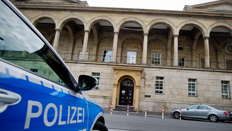 Prozessbeginn um Gruppenvergewaltigung einer 13-Jährigen in Velbert: Das Landgericht in Wuppertal