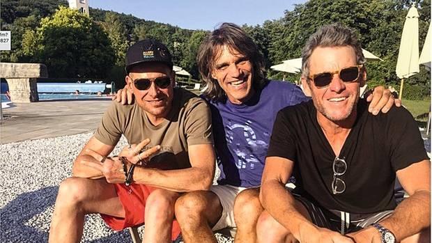 Die alten Wegbegleiter sind in Sorge um Ullrich. Lance Armstrong (r.) und Ski-Weltmeister Frank Wörndl (M.) beim Besuch in Bad Brückenau