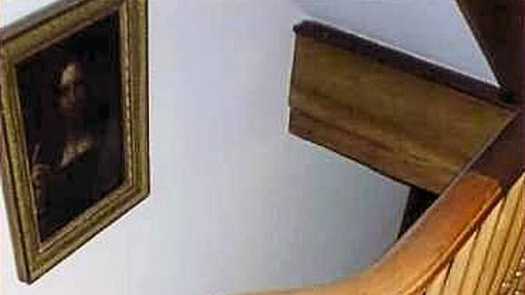 1958 wechselte das Bild für 45 Pfund Sterling den Besitzer. Danach hing es lange Zeit in diesem Treppenhaus