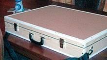 Maßarbeit: In diesem Koffer gelangte das Bild nach London