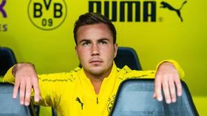 Mario Götze auf der BVB-Bank - auch unter Lucien Favre spielt er bislang keine Rolle