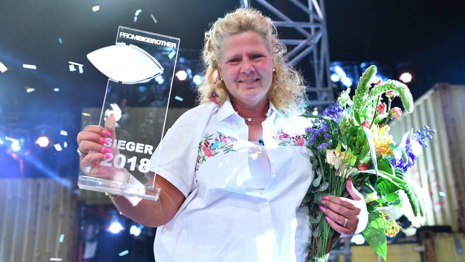 Finale: Promi Big Brother: Mama Wollny holt sich den Sieg – und zwar deutlich