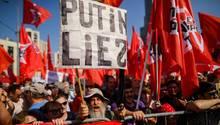 Russland: Tausende Russen demonstrieren in Moskaugegen die Rentenreform von Wladimir Putin