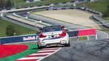 Beim BMW M4 GT4 Rennsporttraining kommt es auf jeden Zentimeter an
