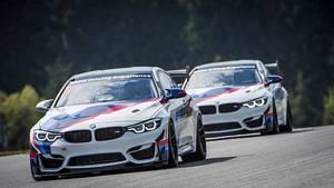 Beim BMW M4 GT4 Rennsporttraining
