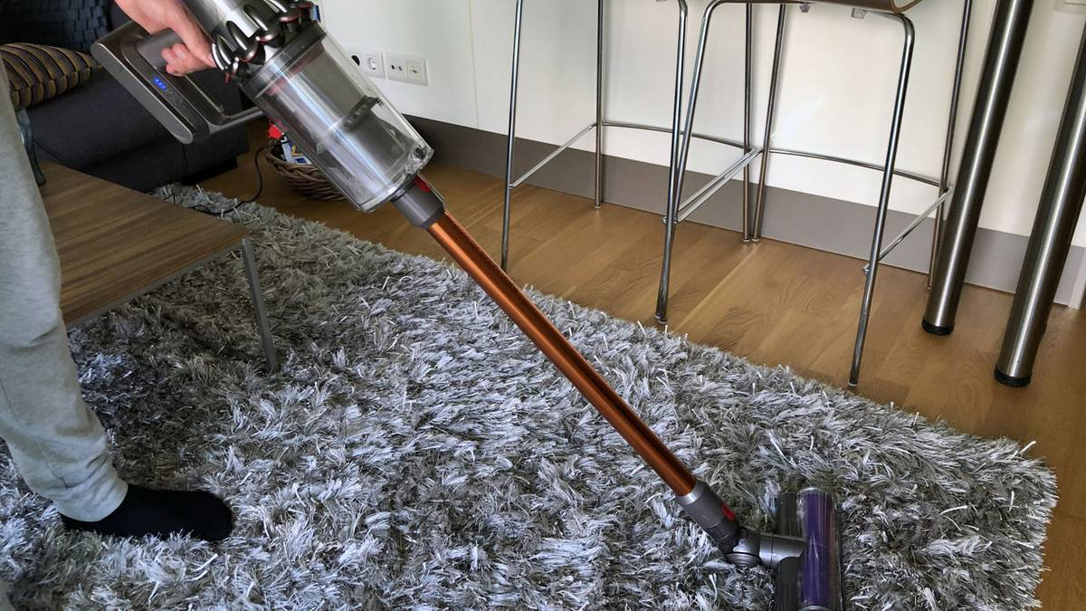 dyson cyclone v10 absolute im test nie wieder das kabel. Black Bedroom Furniture Sets. Home Design Ideas
