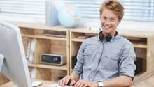 Zum Ausbildungsstart müssen Berufseinsteiger sich auch mit dem Thema Versicherungen auseinandersetzen
