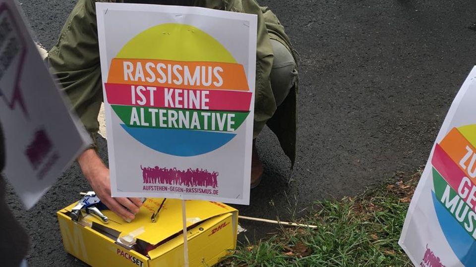 Konzert #wirsindmehr: 65.000 bei Konzert gegen rechts in Chemnitz - Polizei entlarvt Fake-Foto