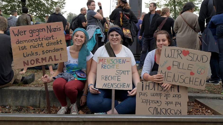 """Twitter-Reaktionen: #wirsindmehr in Chemnitz: """"Liebe verteilen ist cooler, als dummen Hass zu schieben"""""""