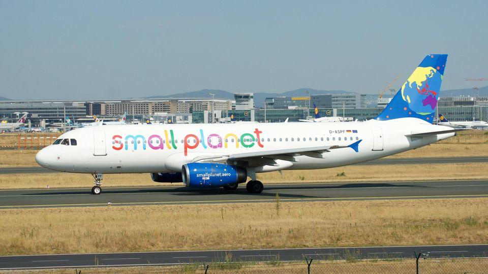 Flieger der Small-Planet-Airline aus Ägypten
