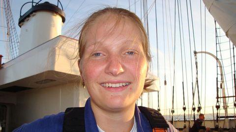 Jenny Böken war 2008 aus ungeklärten Gründen nachts von Bord des Segelschulschiffs gestürzt. Ihre Familie erhebt jetzt neue Vorwürfe gegen die Ermittler, die von einem Unfalltod ausgegangen waren und die Akten 2009 geschlossen hatten.
