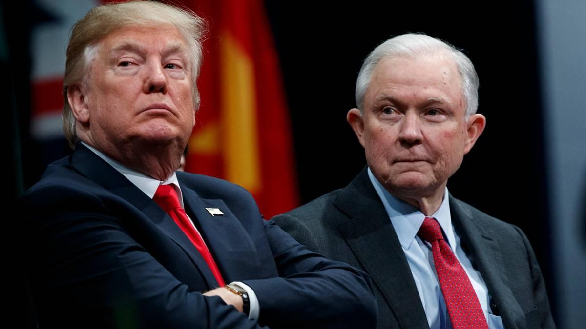 """Tổng thống Mỹ Donald Trump cho biết thế lực """"chính phủ ngầm"""" và nhiều âm mưu của thế lực này sắp bị lật tẩy."""