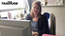 Kriminalkommissarin Lena Jarden an ihrem Schreibtisch