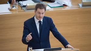 Sachsens Ministerpräsident Michael Kretschmer (CDU) gibt eine Regierungserklärung zu Chemnitz ab