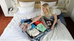 4. Niemals ohne meinen Koffer  Keine Lust, die Kleidung nach dem Urlaub zu waschen? Einige Urlauber lösen das Problem scheinbar, indem sie den Koffer einfach im Hotel vergessen. Oder sie vertrauen einfach ihrem Partner, der den Koffer sicherlich bereits in den Flughafen-Shuttle gebracht hat