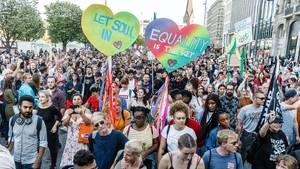 """Teilnehmer der Gegendemo """"Hamburger Stimmen für Vielfalt"""""""