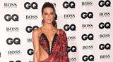 Ist das schon ein Kleid oder nur ein Badeanzug mit passendem Pareo? Schauspielerin Kate Beckinsale traute sich in dieser freizügigen Kreation auf den roten Teppich.