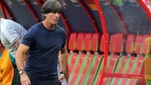 Joachim Löw muss mit ansehen, wie seine Mannschaft gegen Südkorea verliert und aus dem Turnier flieg