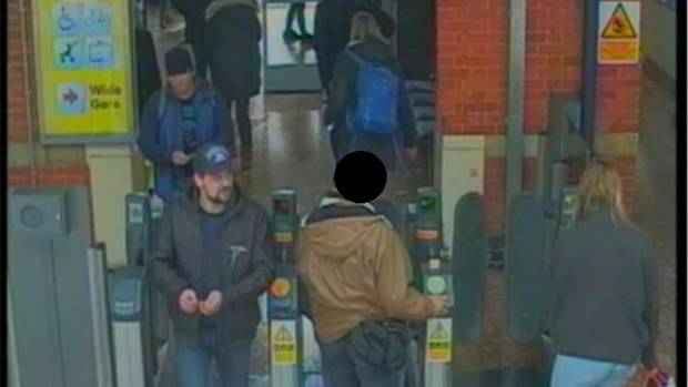 Die Verdächtigen am Bahnhof von Salisbury. Um 13.50 Uhr steigen sie in einen Zug.