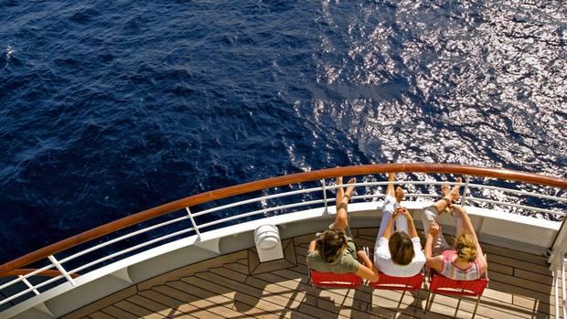 Blick an Bord auf das weite Meer