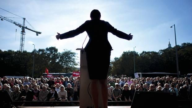 Wagenknecht war vier Jahre lang bis 2014 Stellvertretende Parteivorsitzende der Linken. Seit Oktober 2015 führt sie gemeinsam mit Dietmar Bartsch die Bundestagsfraktion
