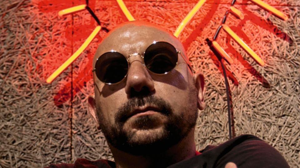 Der Rapper Lucariello singt auf Neapolitanisch über das Leben zwischen Knast und Kriminalität
