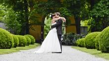 Braut trägt ganz ein ganz besonderes Brautkleid
