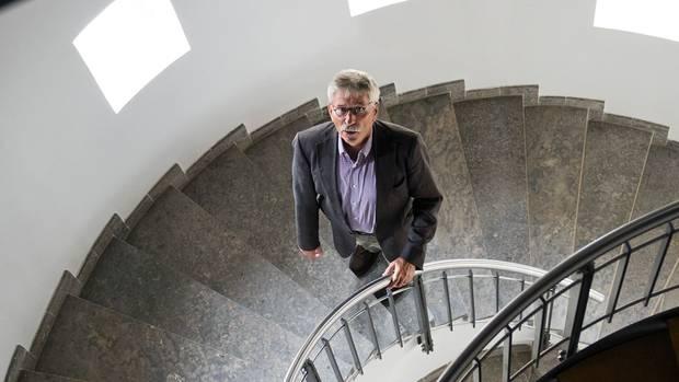 Thilo Sarrazin ist ein überaus freundlicher Mensch, sehr korrekt im Auftritt. Aber wenn er schreibt, verwandelt er sich – und attackiert böse: mal Hartz-IV-Empfänger, mal Linke, immer Migranten und stets Türken
