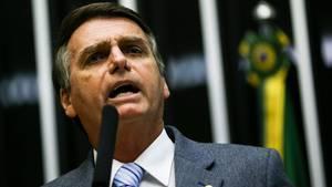 Brasiliens Präsidentschaftskandidat Jair Bolsonaro hält eine Rede