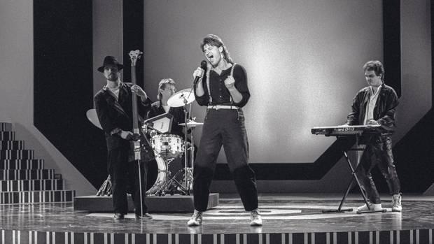 Pur-Auftritt1988 im Fernsehen. Reidl steht rechts am Keyboard