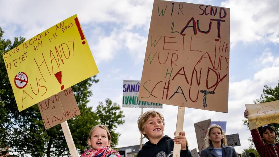 Kinder demonstrieren in Hamburg