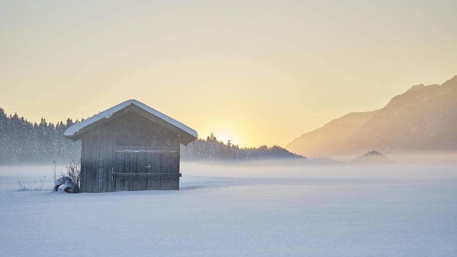 Eine Hütte im winterlichen Tirol