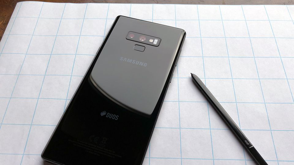 Samsung Galaxy Note 9 und der S-Pen von hinten