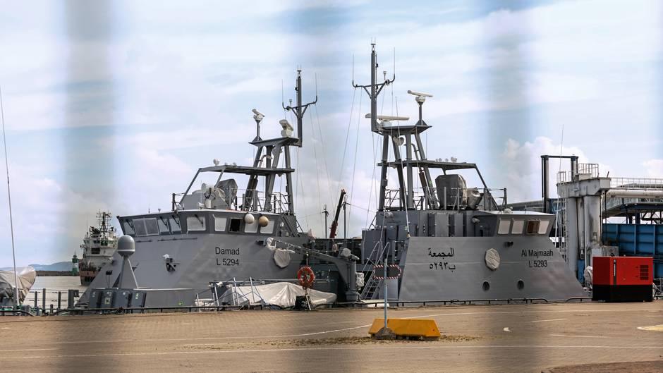 """Die Patrouillenboote """"Damad"""" und """"Al Majmaah"""" im Fährhafen von Mukran nahe Sassnitz auf Rügen"""
