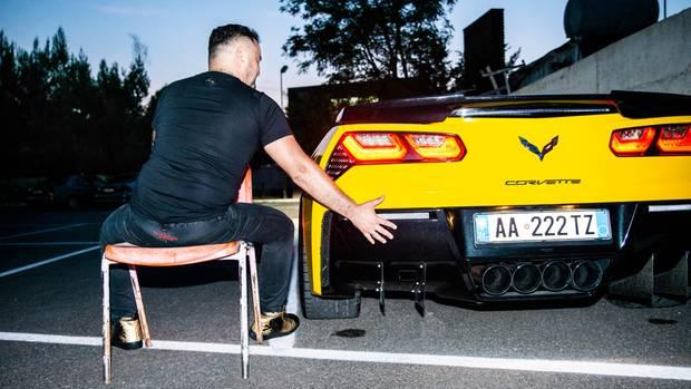 XhodiDaci mit seiner gelben Corvette