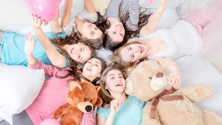 Mädchen bei Übernachtungsparty