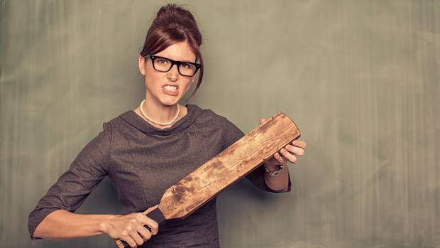 Das Holzwerkzeug für das Schlagen von Kindern an der Schule in Georgia muss61cm lang, 15 cm breit, und knapp 2 cm dicksein