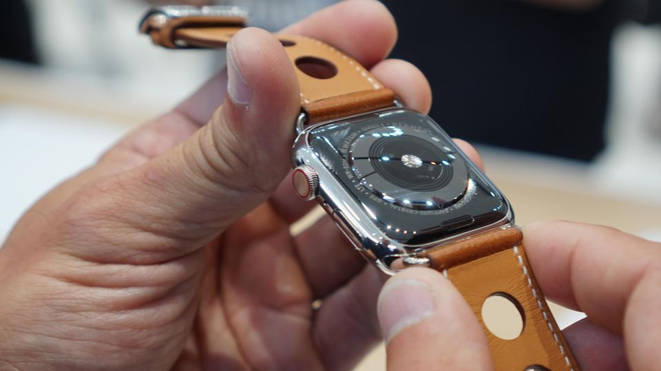 Der neue Pulssensor an der Unterseite der Apple Watch Series 4