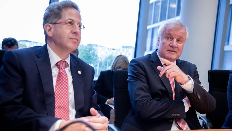Hans-Georg Maaßen (l.) und Horst Seehofer in der Sondersitzung des Innenausschusses im Deutschen Bundestags